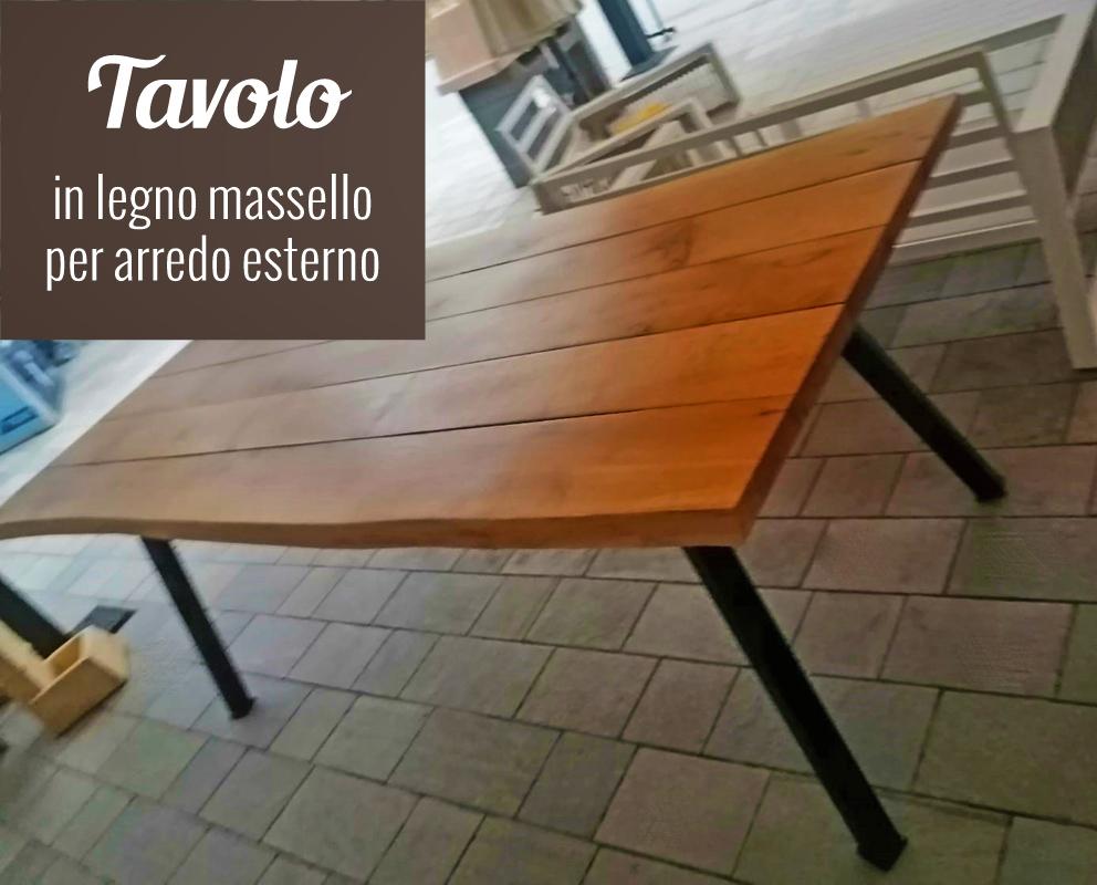 Tavolo per arredo esterno, piano in legno massello e gambe in ferro