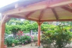Gazebo_legno_verde_piante_larice_2