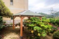 Gazebo_legno_verde_piante_larice_3